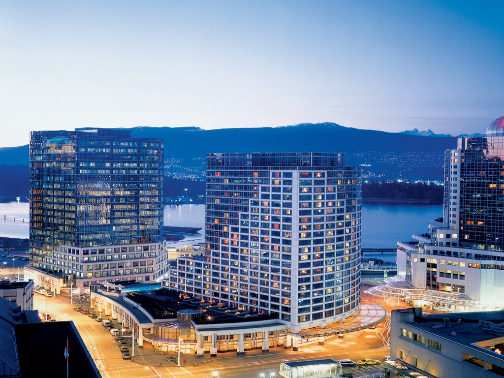 Fairmont Waterfront Hotel Spa